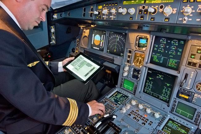 Иногда планшетами пользуются даже сами пилоты