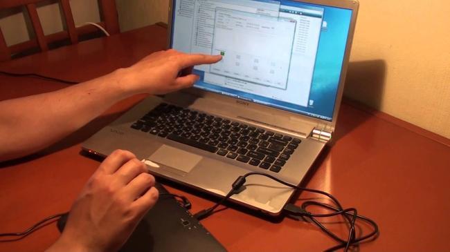 Можно попытаться восстановить настройки планшета подключив его к компьютеру