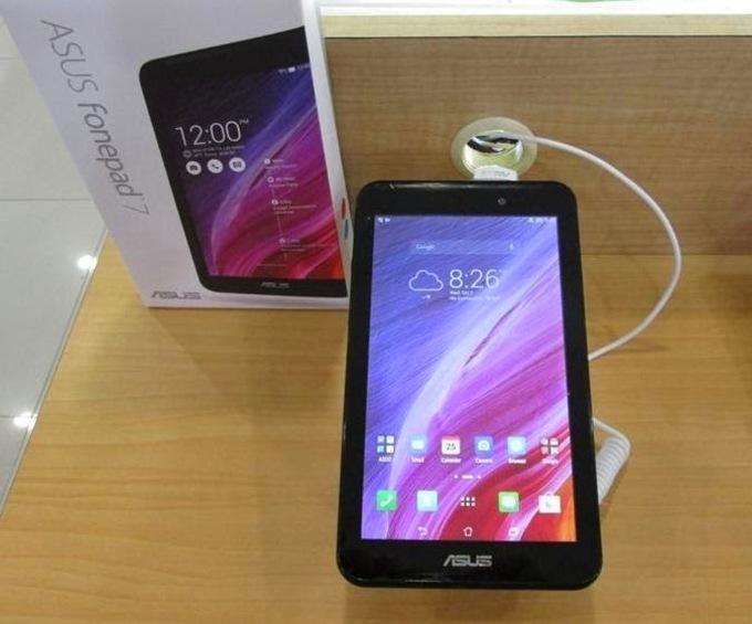 Для связи с другими устройствами есть microUSB, а также другие необходимые разъемы.