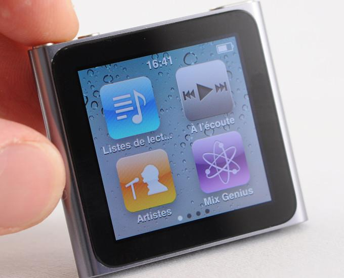 iPod имеет гораздо меньшие размеры, чемiPad