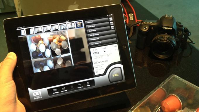 Планшетное устройство с подключённым фотоаппаратом