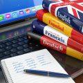 Книги по иностранным языкам на ноутбуке