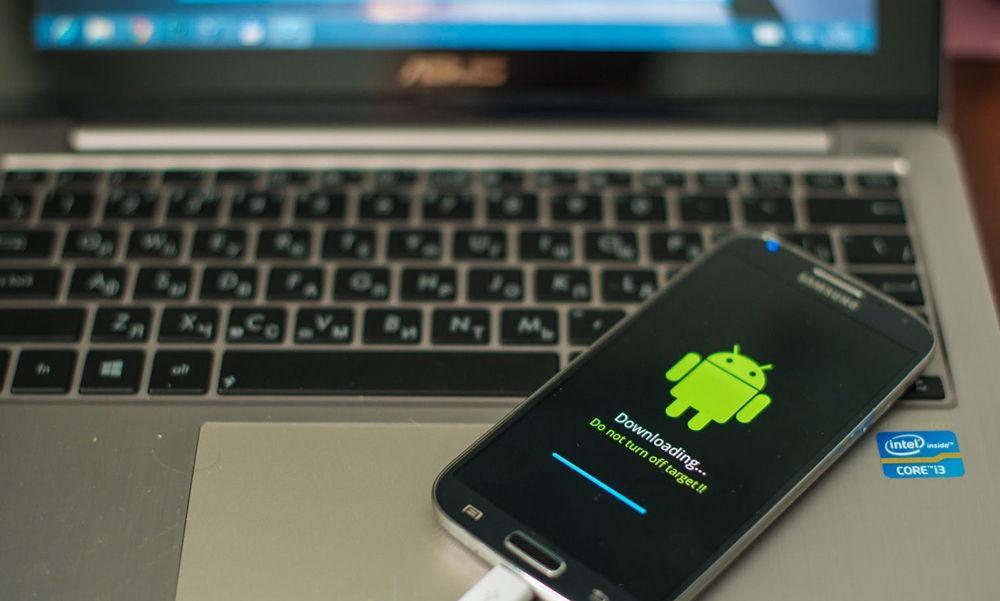 Смартфон на андроиде подключен к компьютеру