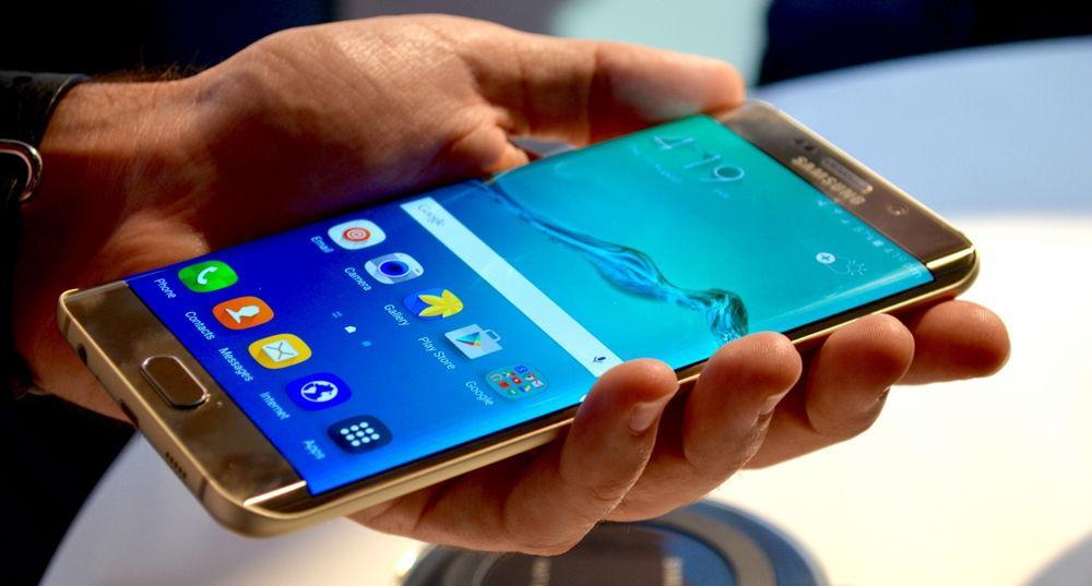Samsung Galaxy S7 в руке