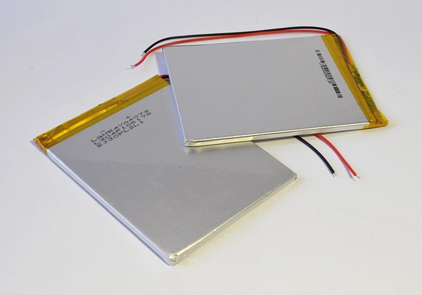 Два аккумулятора планшета