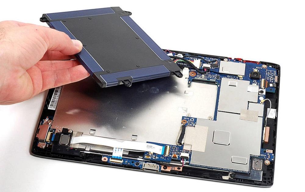Отсоедините батарею устройства