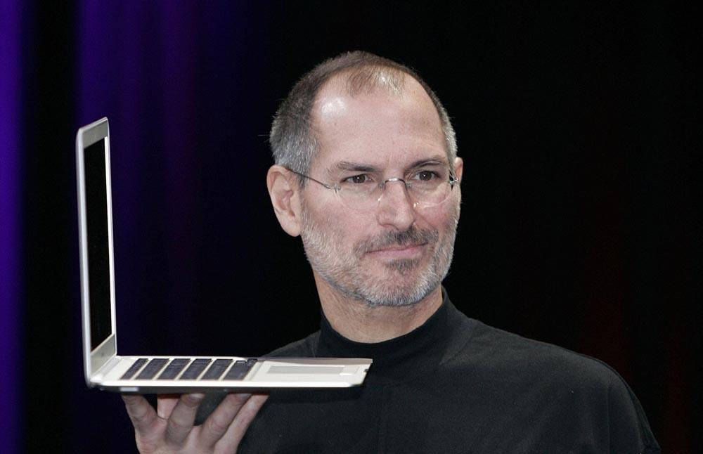 Стив Джобс с MacBook