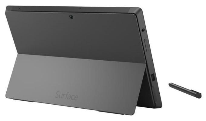 На задней крышке логотип операционной системы сменился на надпись Surface