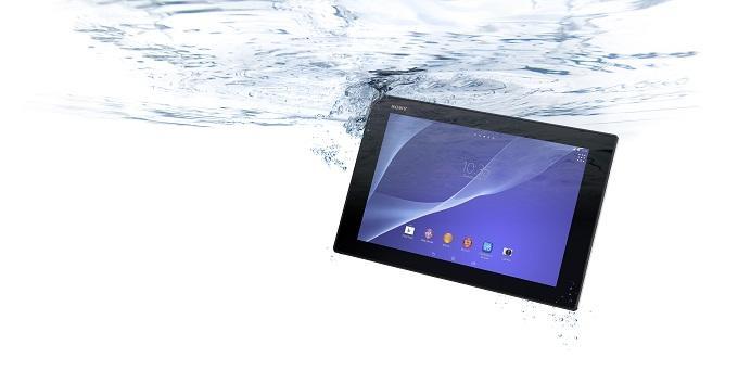 Отличительным преимуществом планшета является его пыле- и влагостойкий корпус, который оберегает хрупкое устройство в экстремальных условиях