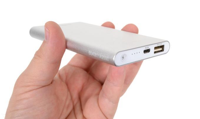 Переносной аккумулятор для планшета бюджетной ниши должен обладать объемом от 5 000 мАч