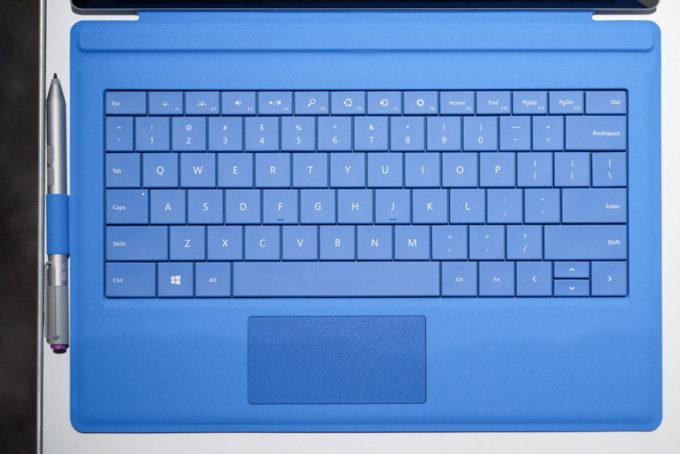 Удобная полноценная клавиатура