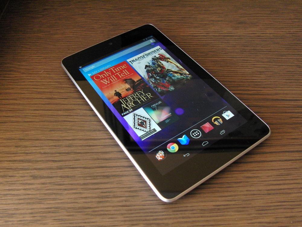Google Nexus 7 на столе