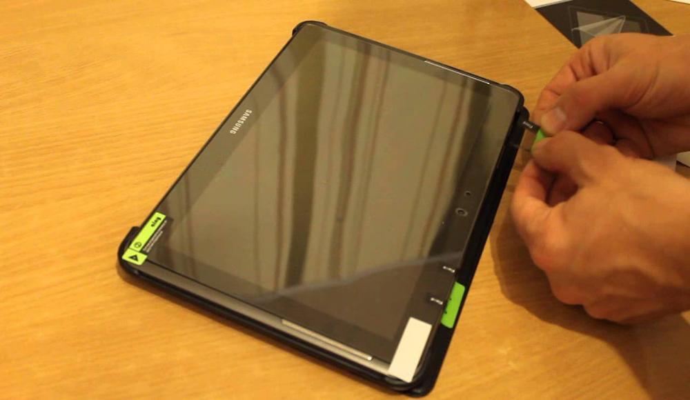 Как правильно наклеить защитную пленку на планшет